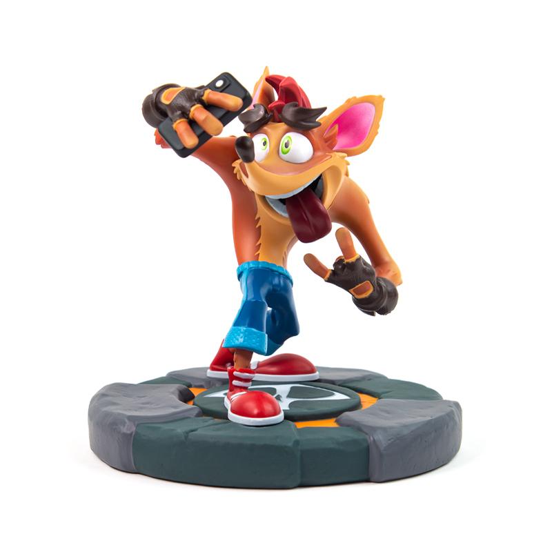 Crash Bandicoot Crash Selfie Statue