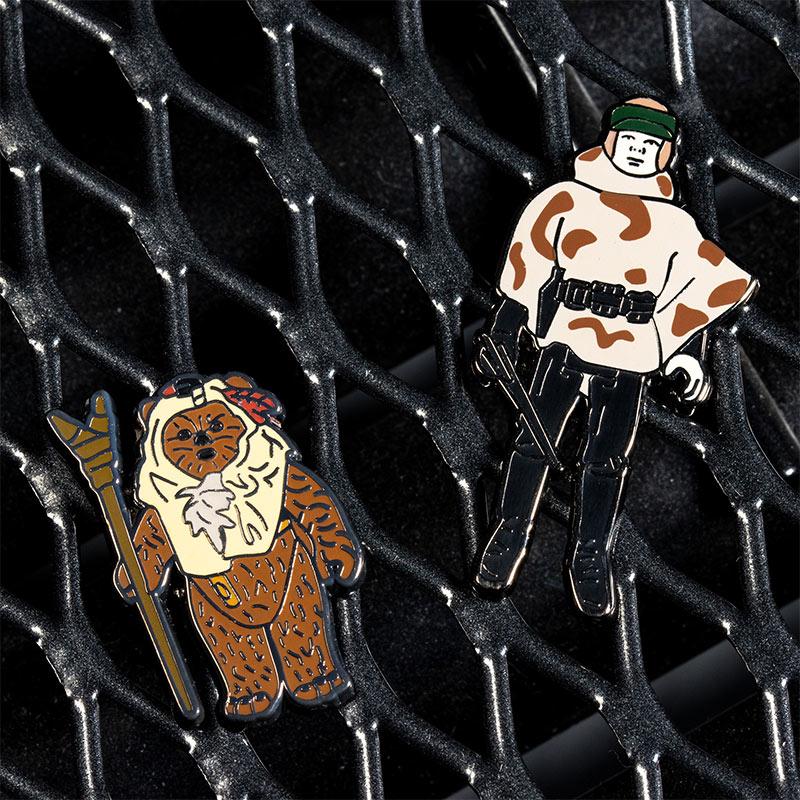 Pin Kings Star Wars Enamel Pin Badge Set 1.41 – Paploo and Luke Skywalker (in Battle Poncho)