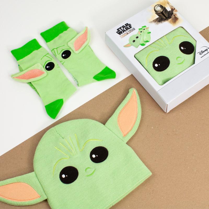 Official Star Wars The Mandalorian Baby Yoda Gift Set – Beanie / Socks